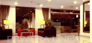Vendo, en la ciudad de Marbella, bonito Hotel, a pleno funcionamiento de 40 habitaciones, dispone de aparcamiento propio para 30 vehiculos, a 10 minutos de la playa,con  Restaurantes, salones, terraza,